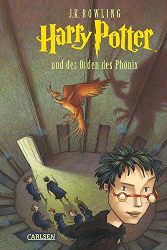 The cover of Harry Potter Und Der Orden Des Phonix, featuring an illustration of a round room with doors, Harry and his friends in black robes, and a phoenix